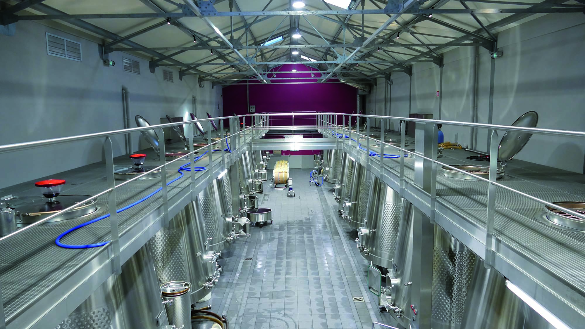 PEZ CUVIER_The new areas used for wine-making operations where ceramic tiles were bonded with KERAFLUID N_Mapei solutions for wine production plants